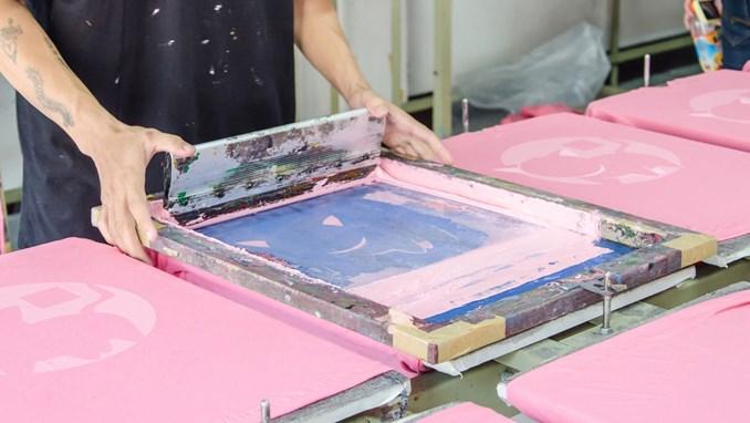 6ff4b01bf09 Grønne tips om PVC-tryk på tøj | Miljøstyrelsen